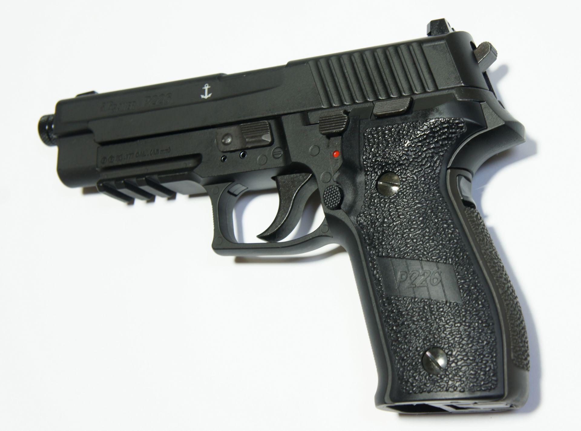 SIG P226 CO2-Pistole - 4,5 mm mit Laufgewinde 12x1