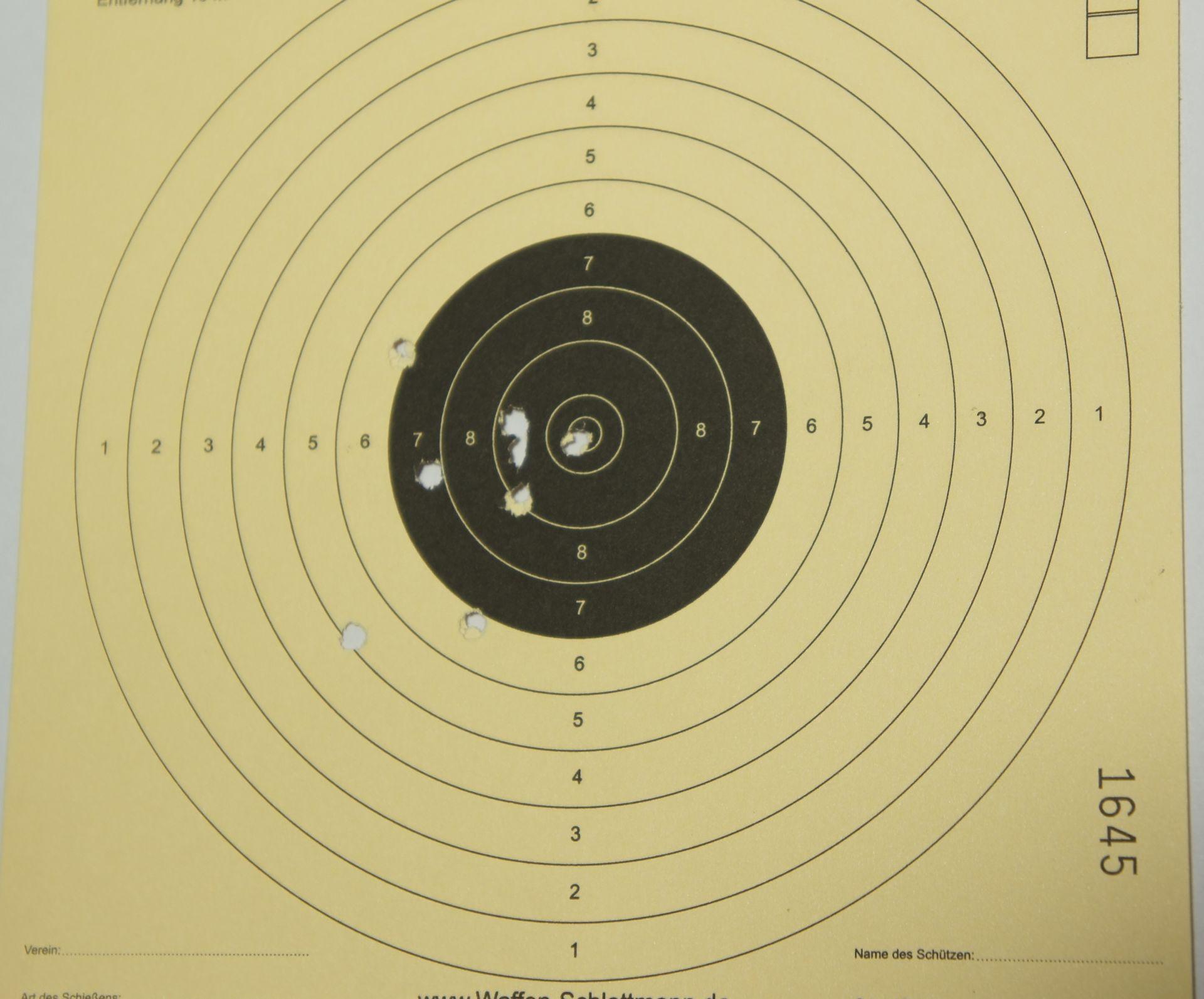 Ein Trefferbild mit der SIG P226 CO2-Pistole - 4,5 mm