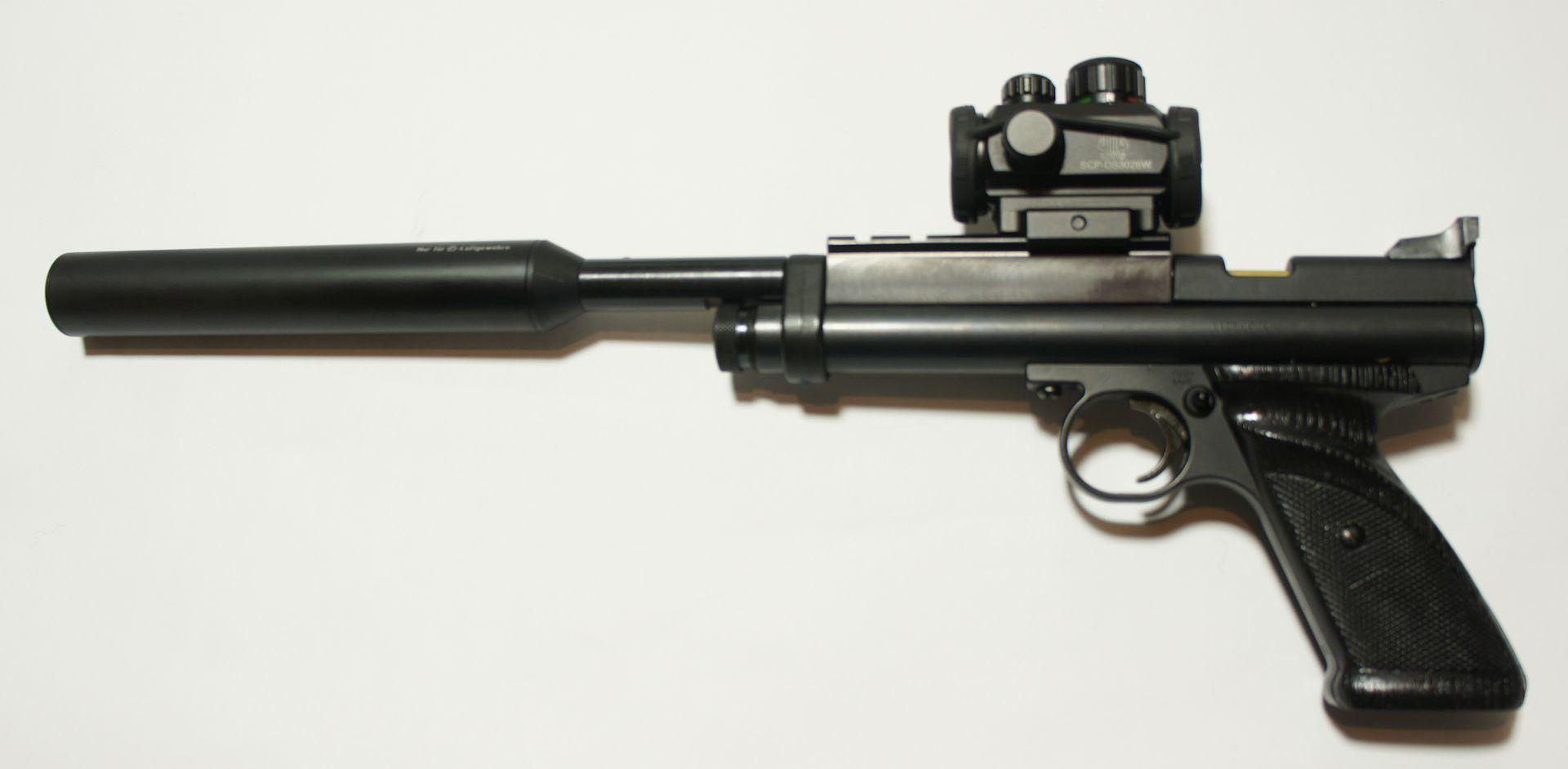 Montagebeispiel an der CO2 Pistole Crosman 2240 mit <a href=1168812.htm>Schalldämpfer von Fa. Weihrauch</a>
