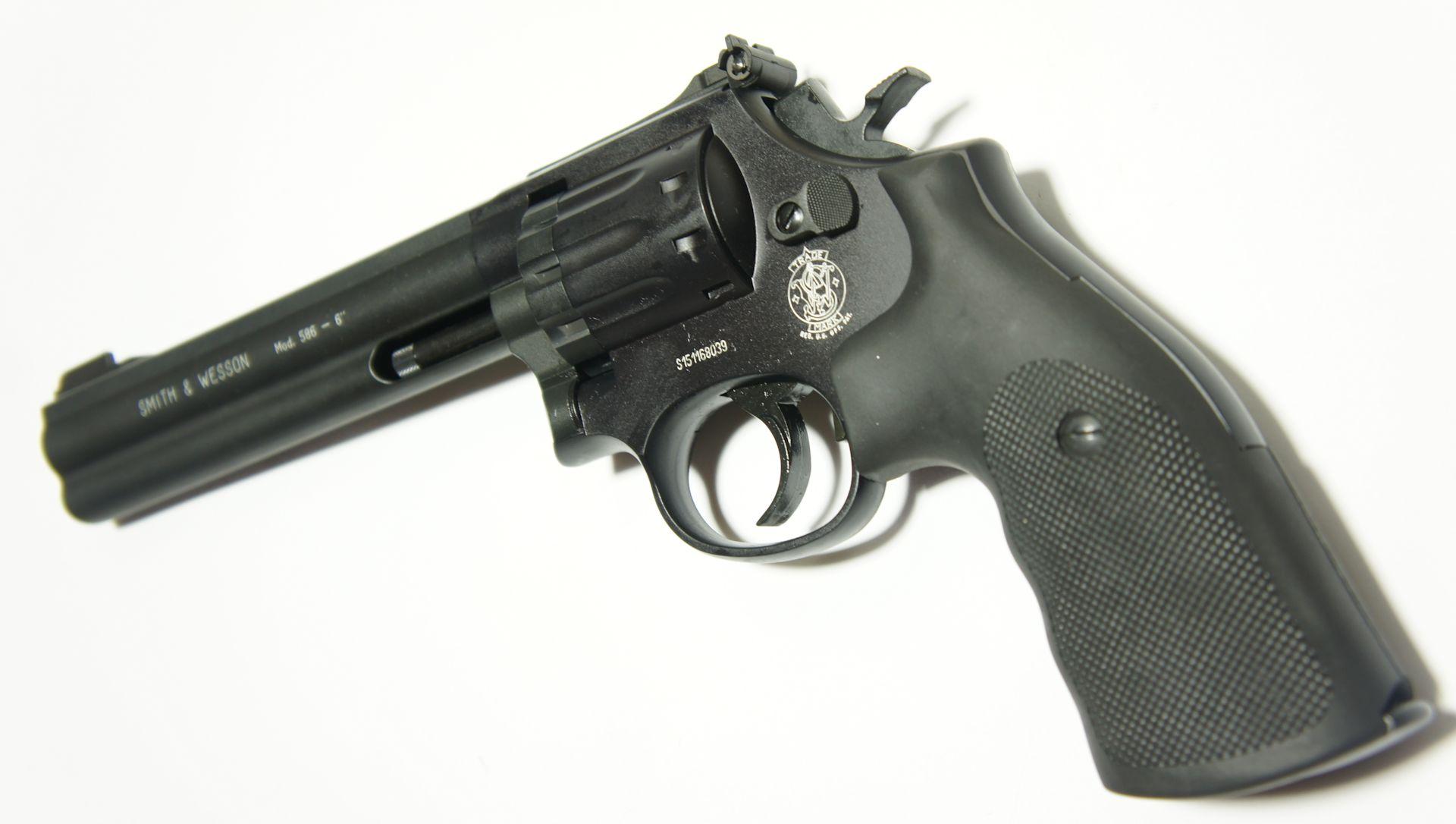 Smith & Wesson 586 CO2 Revolver mit 6 Zoll Lauf