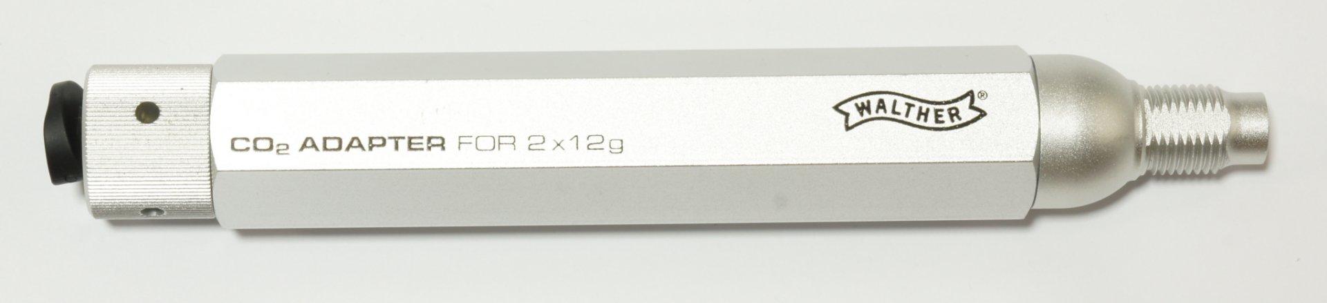 Als sehr interessante Alternative zeige ich Ihnen hier einen  <a href=1055304.htm> Adapter für 2 CO2 Kapseln a 12g </a> anstelle von einer 88g Kapsel. Der Adapter verfügt über ein Ventil und kann aus der Waffe wieder entnommen werden, ohne das Gas entweicht. Dieses Zubehörteil passt z.B. für Walther LeverAction und für das 850 AirMagnum. Beim Adapter gehören 8 Stück der passenden CO2 Kapseln gleich zum Lieferumfang.
