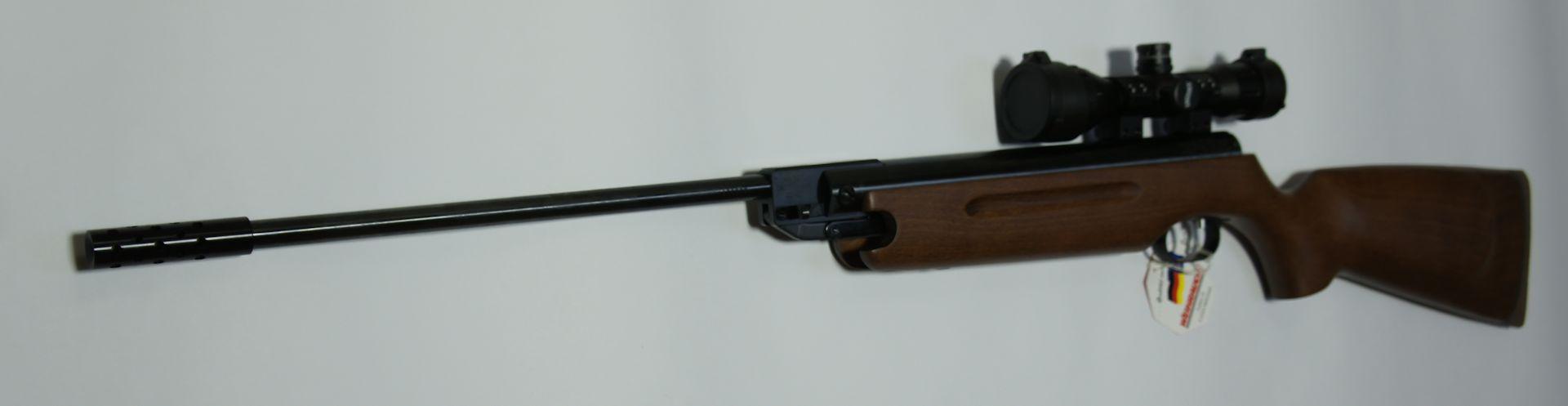 Als Kombinationsbeispiel sehen Sie hier das HW35 Luftgewehr beispielsweise mit einen <a href=1165812.htm>Kompensator </a>anstelle des Schalldämpfers. Soe ein <a href=1165812.htm>Kompensator </a> macht natürlich den Schuss nicht leiser, verbesert aber in der Regel die Abgangsballistik.