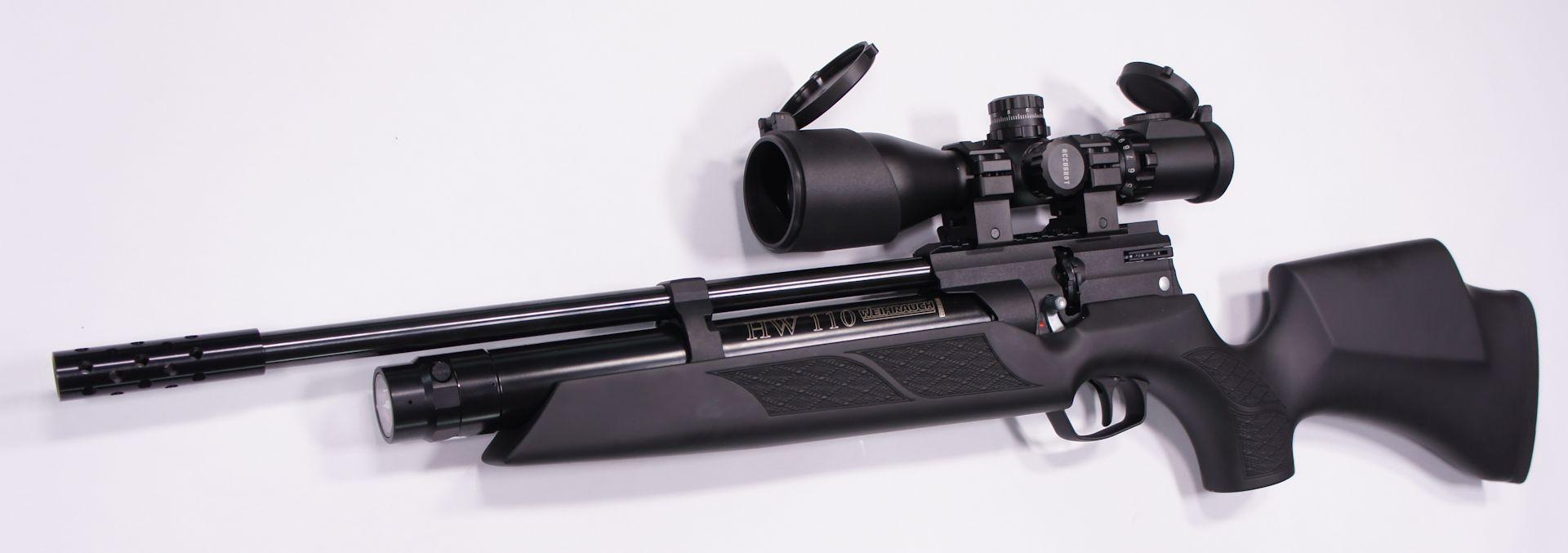 Montagebeispiel: erwerbsscheinpflichtiges  Luftgewehr Weihrauch HW 110 ST mit  <a href=1130118.htm> Optik UTG 3-12x44 </a>
