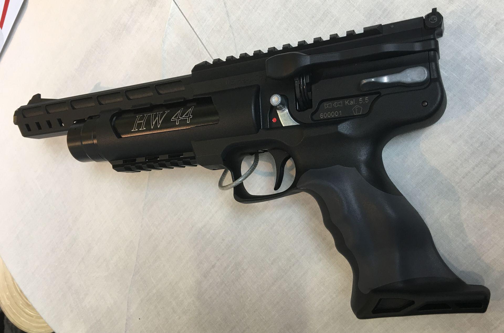 Die Luftpistole HW 44 liegt dem allermeisten Schützen sehr gut und angenehm in der Hand
