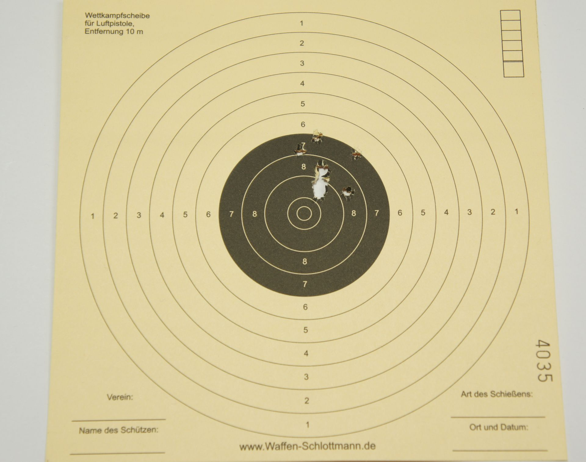 Hier sehen Sie mein Trefferbild auf 10m mit 10 Schuß <a href=1172019.htm>H&N Baracuda Match</a> aus so einer Luftpistole mit montiertem Red Dot. Wenn ich meine Ideen planmäßig umsetzen kann, wird es demnächst (Mitte 2015) eine spezielle Ausführung der Pistole geben.