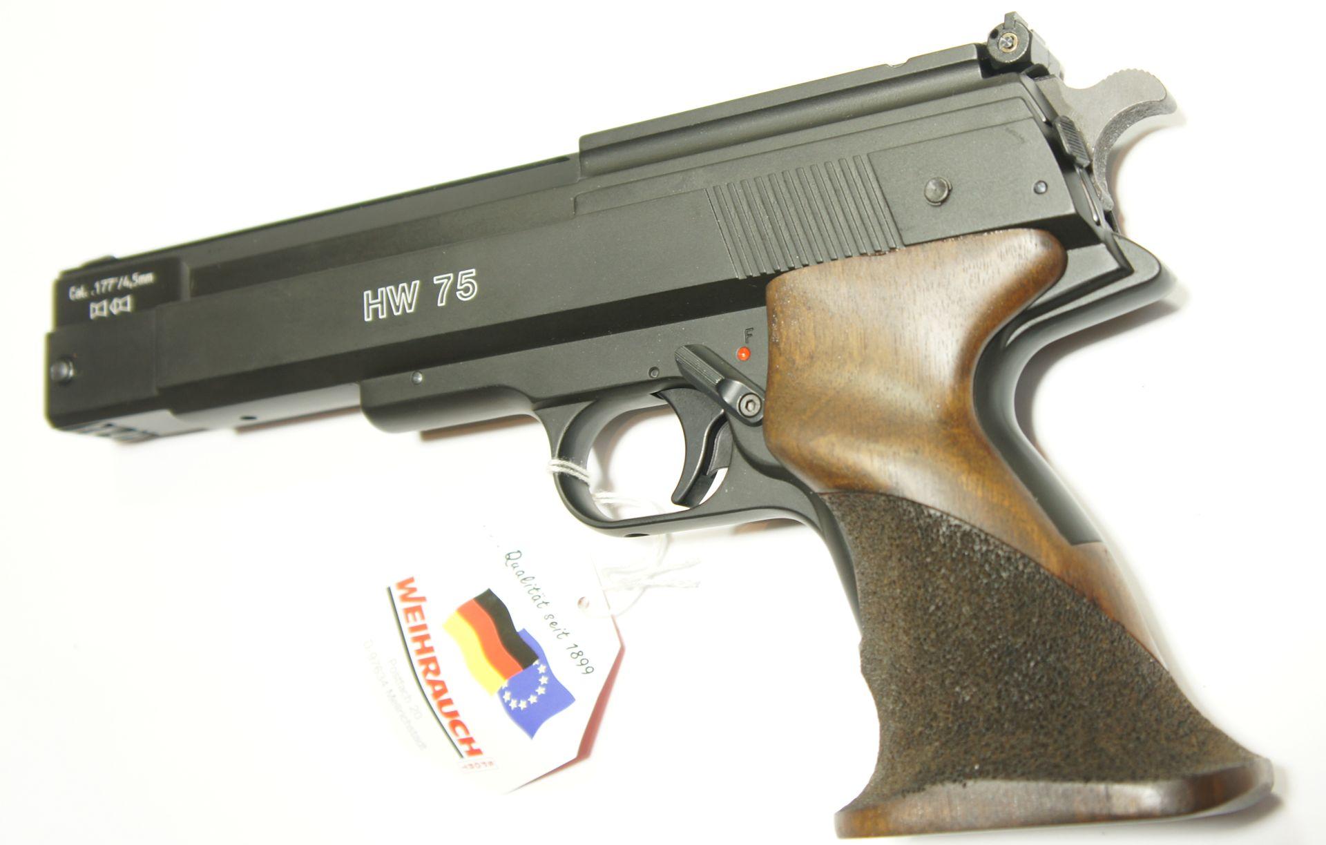 Luftpistole HW 75 von Weihrauch mit sportlichem Formgriff aus Griff aus Nussbaumholz
