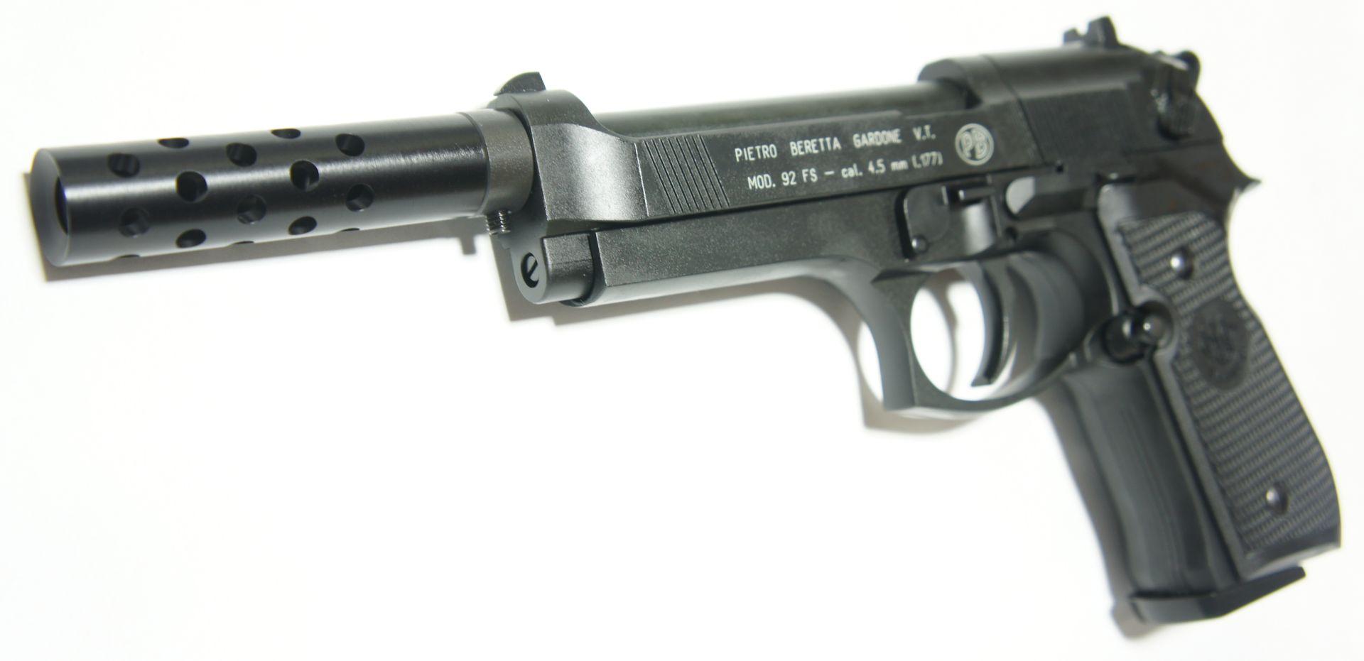 Bei diser CO2 Pistole Beretta wird als Montagebeispiel gezeigt, dass als Zubehör hier auch  ein <a href=1165812.htm>Kompensator </a> mittels Adapter passt.