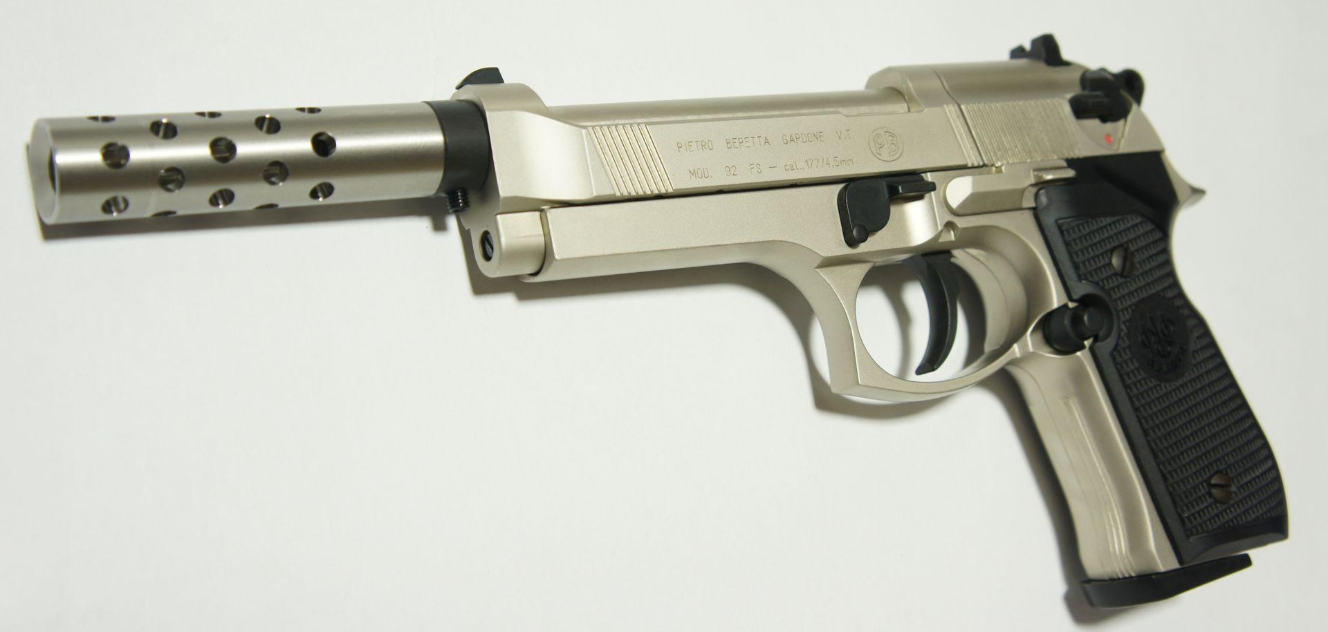 Bei dieser CO2 Pistole Beretta wird als Montagebeispiel gezeigt, dass als Zubehör hier auch  ein <a href=1165811.htm>Kompensator </a> mittels <a href=1165832.htm>Adapter </a>passt.