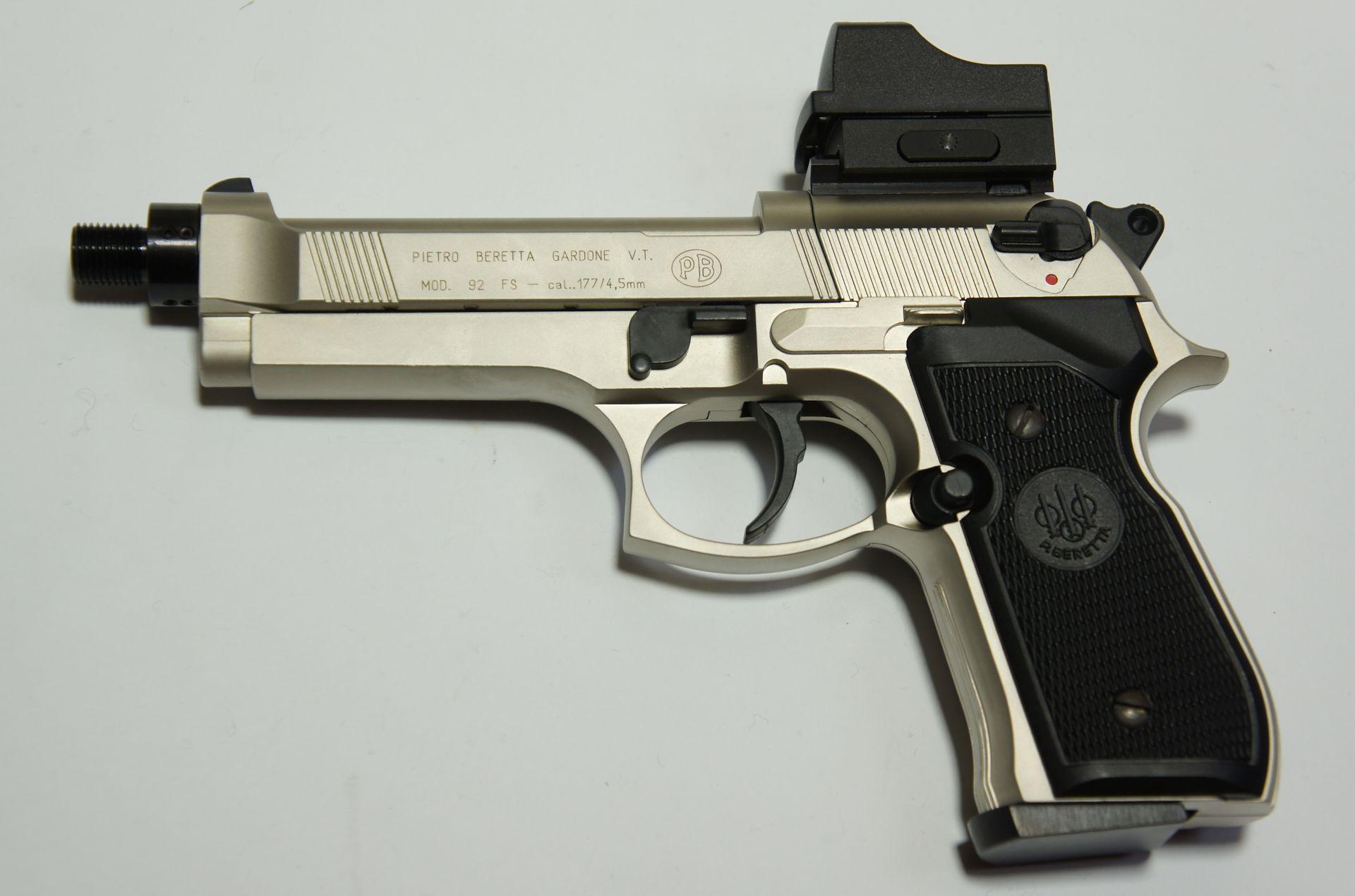 Hier sehen Sie den neuen SD Adapter an einer <a href=1050021.htm> vernickelten CO2 Pistole Beretta </a>als Montagebeispiel,