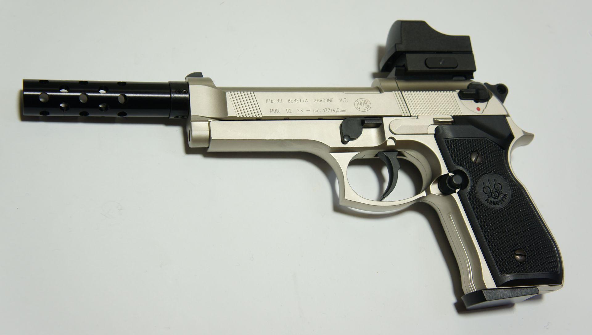 Hier sehen Sie den Schalldämpferadapter in Kombination mit der CO2 Beretta M92 und einem <a href=1165811.htm>Kompensator</a>.