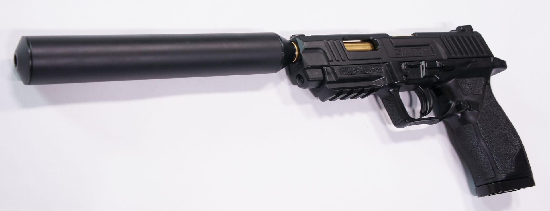 Montagebeispiel an der  <a href=1050058.htm> CO2 Pistole UX Umarex SA 10 </a>.  Allerdings steht der Schalldämpfer in der Visierlinie.
