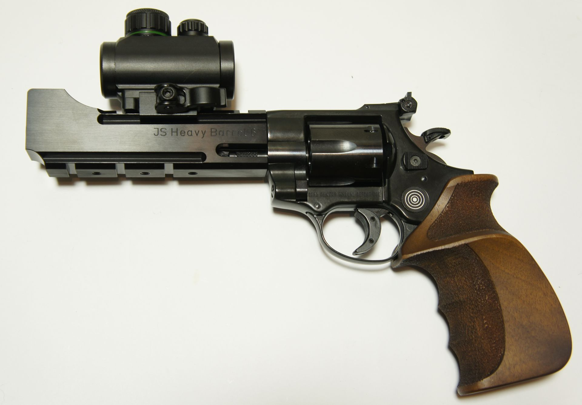 Montagebeispiel vom <a href=1130221.htm>Leuchtpunktvisier von UTG </a> auf diesem freien LEP Revolver