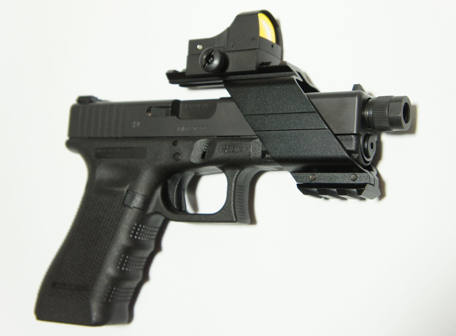 Auf meiner Glock 17 im Kaliber 9mm Luger macht mir diese Montge mit dem <a href=1130222-21.htm>kleinen Reflexvisier</a>richtig Freude.