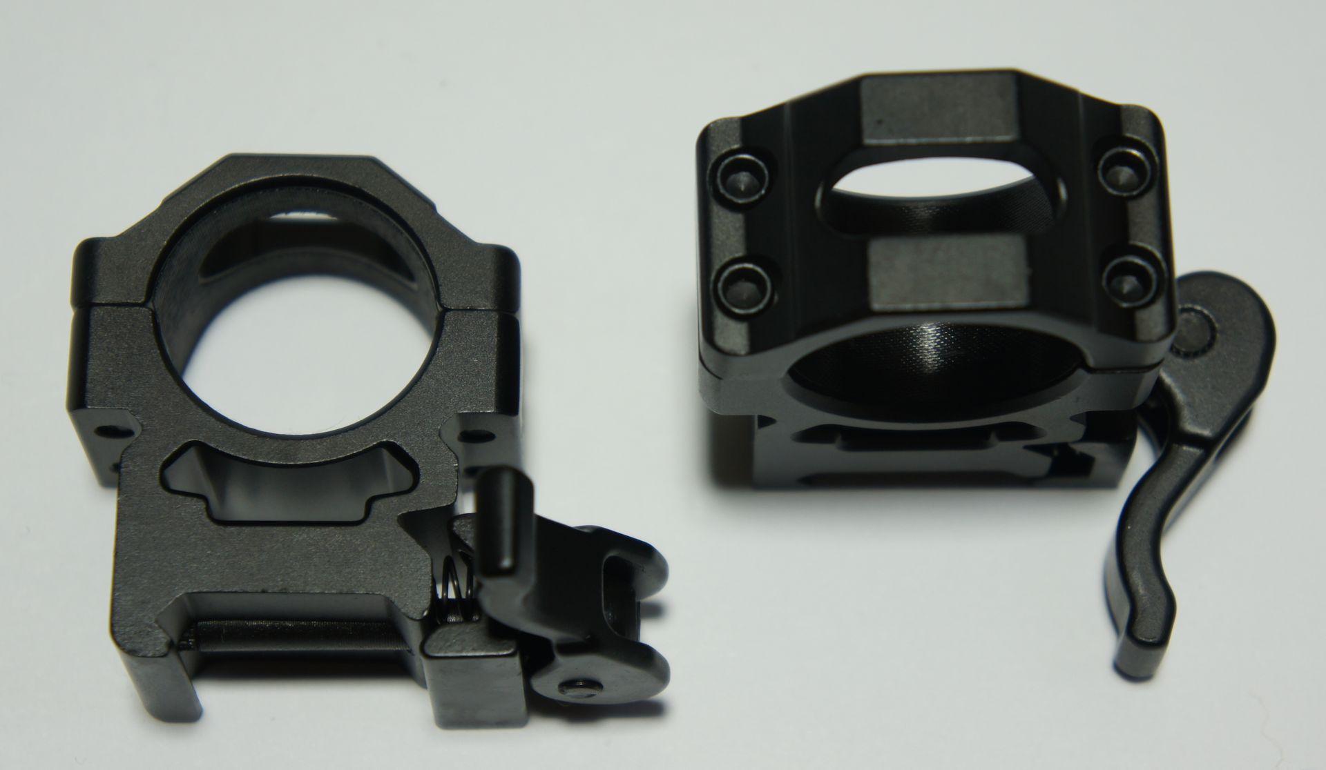 <a href=1130619SS.htm>Solche Montageringe</a> für breitere 21mm Schienen könnten die Optik für entsprechende Waffen passend machen.