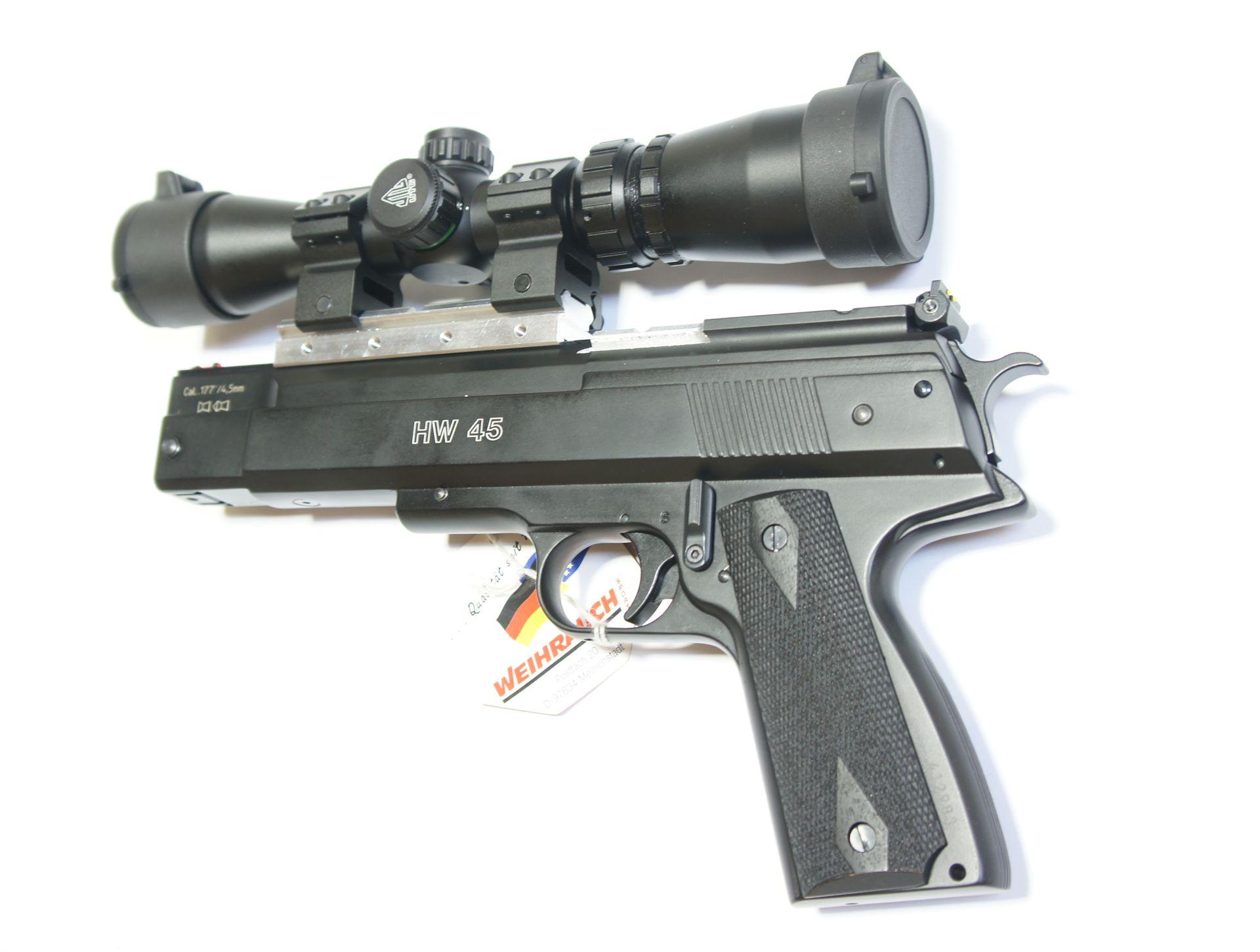 Montagebeispiel von einer speziellen  <a href=1130647-13-45.htm> Montageschiene </a>an einer <a href=1160103-45.htm> Luftpistole HW 45 </a> und einem <a href=1130099.htm> Pistolenzielfernrohr</a> Marke UTG. Dieses Zubehür würde bei Bedarf auch sehr gut an die Luftpistole HW 45 black star passen.