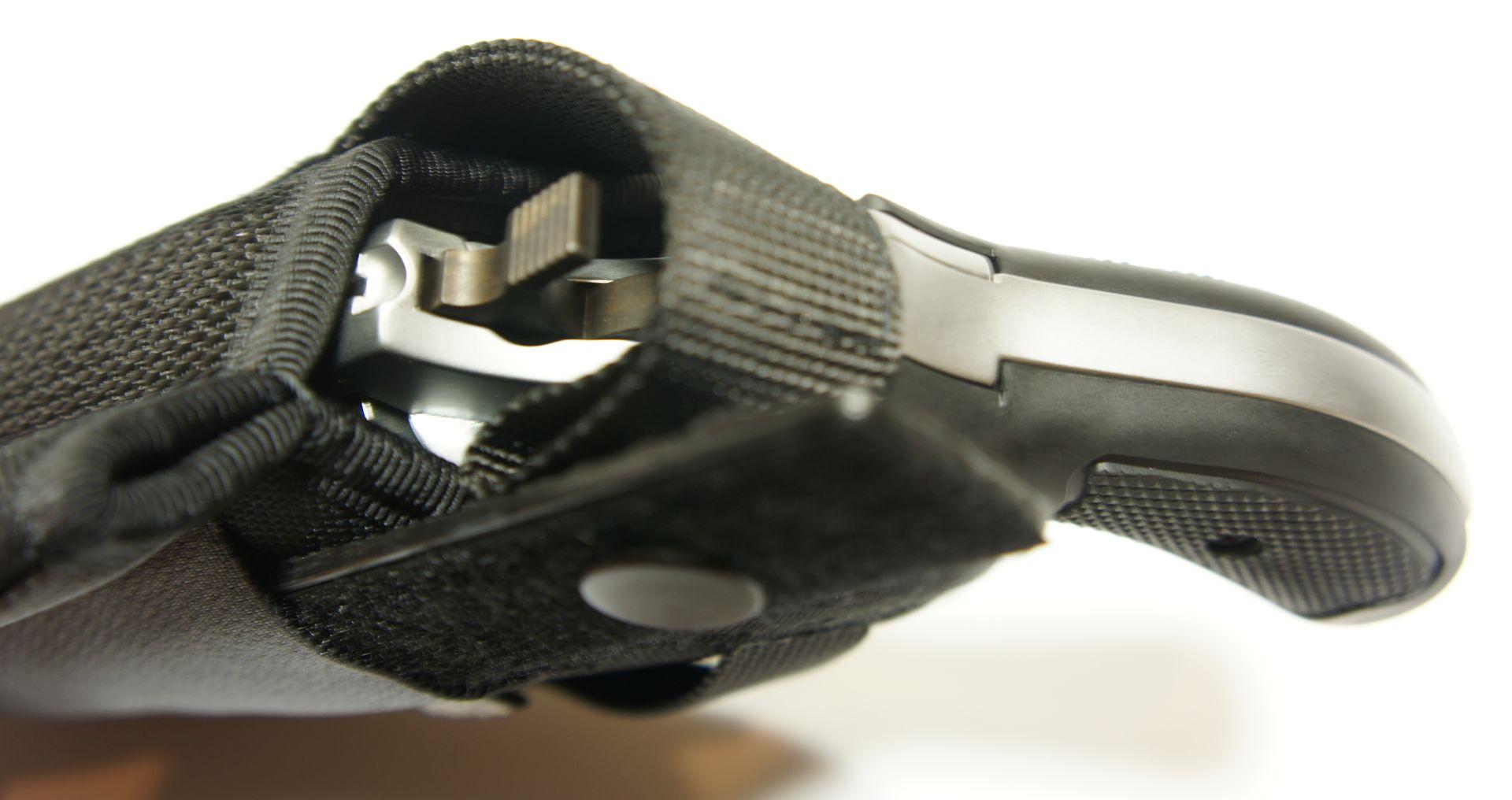 Ein <a href=1260145.htm>passendes Gürtelholster</a> hat die Nummer 1260145