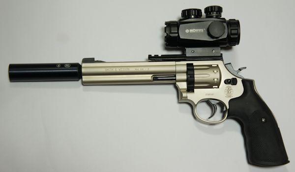 Montagebeispiele vom schalldämpfer und einem Leuchtpunktvisier am CO2 Revolver S&W 686