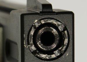 Das nebenstehende Foto soll ein Beispiel dafür sein das fehlendes Werkzeug zum herausdrehen der Mündungsmutter u.U. ein Problem ist.