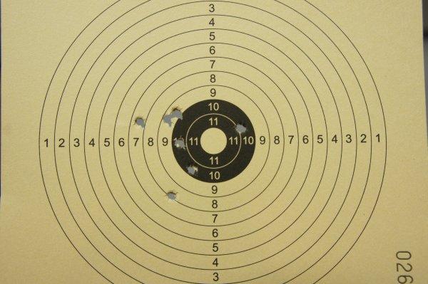 mein Trefferbild auf 5m mit den Stahlkugeln 4,5mm BB