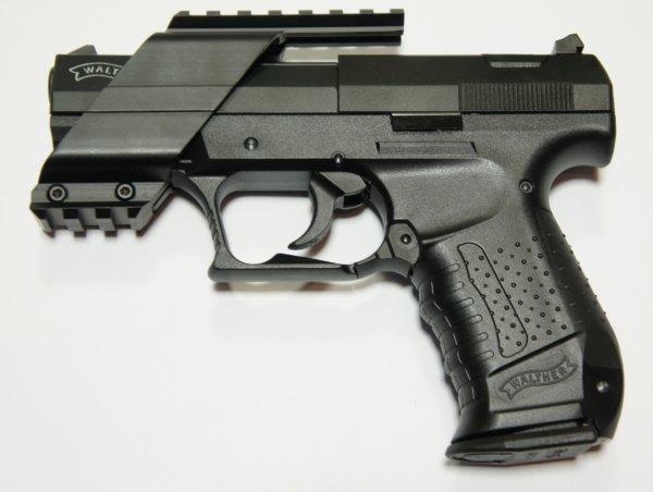 Montagebeispiel: <a href=1130663.htm>Universal Pistolen Montage für Leuchtpunktvisiere </a> auf CP99 (CO2 Pistole). Auch passend für CO2 Pistole Heckler und Koch P30 u.a.