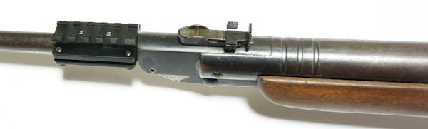 Auf die Montagebasis würde ein <a href=../1130221.htm>Leuchtpunktvisier</a> der Marke UTG auch sehr gut passen. So kann man beispielsweise am  Luftgewehre Haenel Modell 310 eine Zieloptik befestigen.