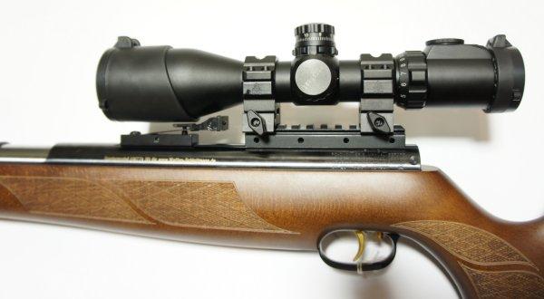 Montagebeispiel mit <a href=../1130118_SCP3-UM312AOIEW_UTG_3-12x44.htm>Zielfernrohr UTG 30 mm SWAT 3-12x44 Compact IE Mil Dot</a>