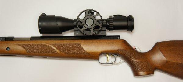 Montagebeispiel Zielfernrohr UTG 3-12x44 mit großem Stellrad für die Parallaxe und Universalmontage am Luftgewehr HW 77