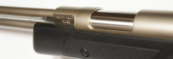 vernickeltes Luftgewehr HW 77 Lochschaft aus Kunststoff, Laufgewinde und Schalldämpfer