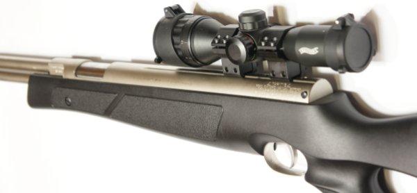 Montagebeispiel: vernickeltes Luftgewehr HW 77 im black line mit Walther Zielfernrohr, Laufgewinde und Schalldämpfer