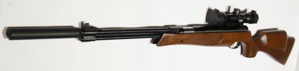 Das Luftgewehr HW 77 K mit Laufgewinde und Schalldämpfer schießt sehr präziese und deutlich leiser.