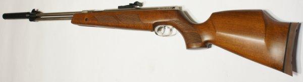 vernickeltes Luftgewehr HW 77 im 97er Holzschaft mit Zielfernrohr, Laufgewinde und Schalldämpfer