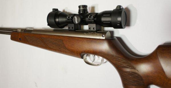 Montagebeispiel: vernickeltes Luftgewehr Weihrauch HW 77 im 97er Holzschaft mit Zielfernrohr, Laufgewinde und Schalldämpfer