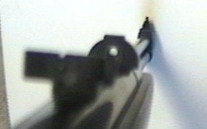 Hier sehen Sie den Ladeschieber am Luftgewehr HW 57. Die maximale Geschosslänge ist 9mm. da passen beispielsweise auch Spitzgeschosse.