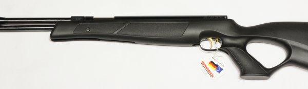 Nahaufnahme vom Kuststoffschaft am Luftgewehr HW 97 black line