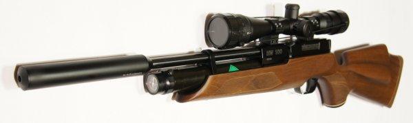An das Luftgewehr HW 100 SK mit Schalldämpfer würde ich auch ein anderes Zielfernrohr aus meinem Sortiment montieren und einschießen. Ich finde aber, das diese Zieloptik sehr gut mit dem Gewehr hamoniert.