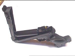 Zum Spannen wird die Luftpistole HP01 aufgeklappt und durch kräftigen Druck wieder geschlossen.