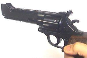 Auch mit offener Visierung schießt der LEP Revolver sehr gut.