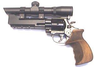 Dieser PEP Revolver mit Zielfernrohr