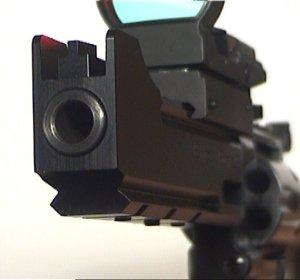 Die sichtbare (falsche) Mündung hat Kaliber 9mm / .357