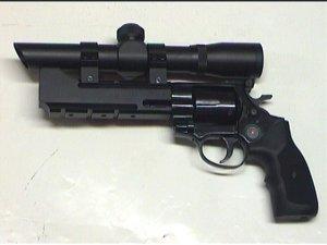 Montagebeispiel am ME Bull Barrel mit aufgesetztem  <a href=1130103.htm>Walther Pistolenzielfernrohr 2x20</a> .