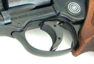 Hier sehen Sie den Abzugsschuh am LEP Revolver.