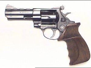 Gegen Aufpreis ist für diesen Revolver auch ein  zusätzlicher Holzgriff aus hochwertigem Nussbaum erhältlich.
