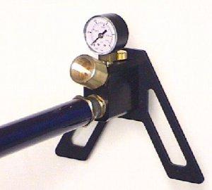 Montagebeispiel mit <a href=https://www.waffen-schlottmann.de/1165565.htm>Handpumpe von Fa. Gehmann</a> für Pressluftkatuschen von Luftgewehren und Luftpistolen