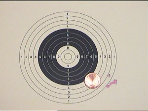 Trefferbild von einem Luftgewehr HW 77 K auf 50m mit <a href=1166850-77vMach.htm>V-Mach Tuningkit</a>. Details finden Sie bei meinem <a href=luftgewehr_ballistischer_vergleich.htm>ballistischen Kalibervergleich </a> zwischen guten Luftgewehren (HW 77 K sd) in den Kalibern 4.5mm und 5.5mm.