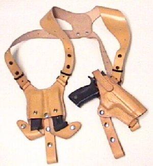 Schulterholster aus Leder mit doppelter Magazintasche