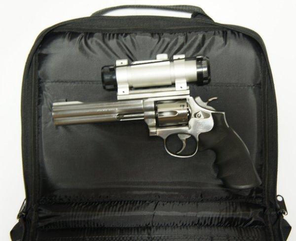 Als Zubehör könnte so eine <a href=1340096.htm>extragroße Pistolentasche</a> interessant sein. Darin können Sie solche Pistolen mit aufgesetzter Optik aufbewahren oder transportieren