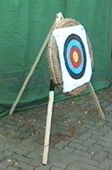 Anwendungsbeispiel: Scheibenständer für Bogenzielscheiben mit beispielsweise einer <a href=1690109.htm>Zielscheibe aus gepresstem Stroh</a>