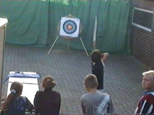 Sportliches Bogenschießen bietet bei vielen Veranstaltungen ein interessantes Rahmenprogramm.