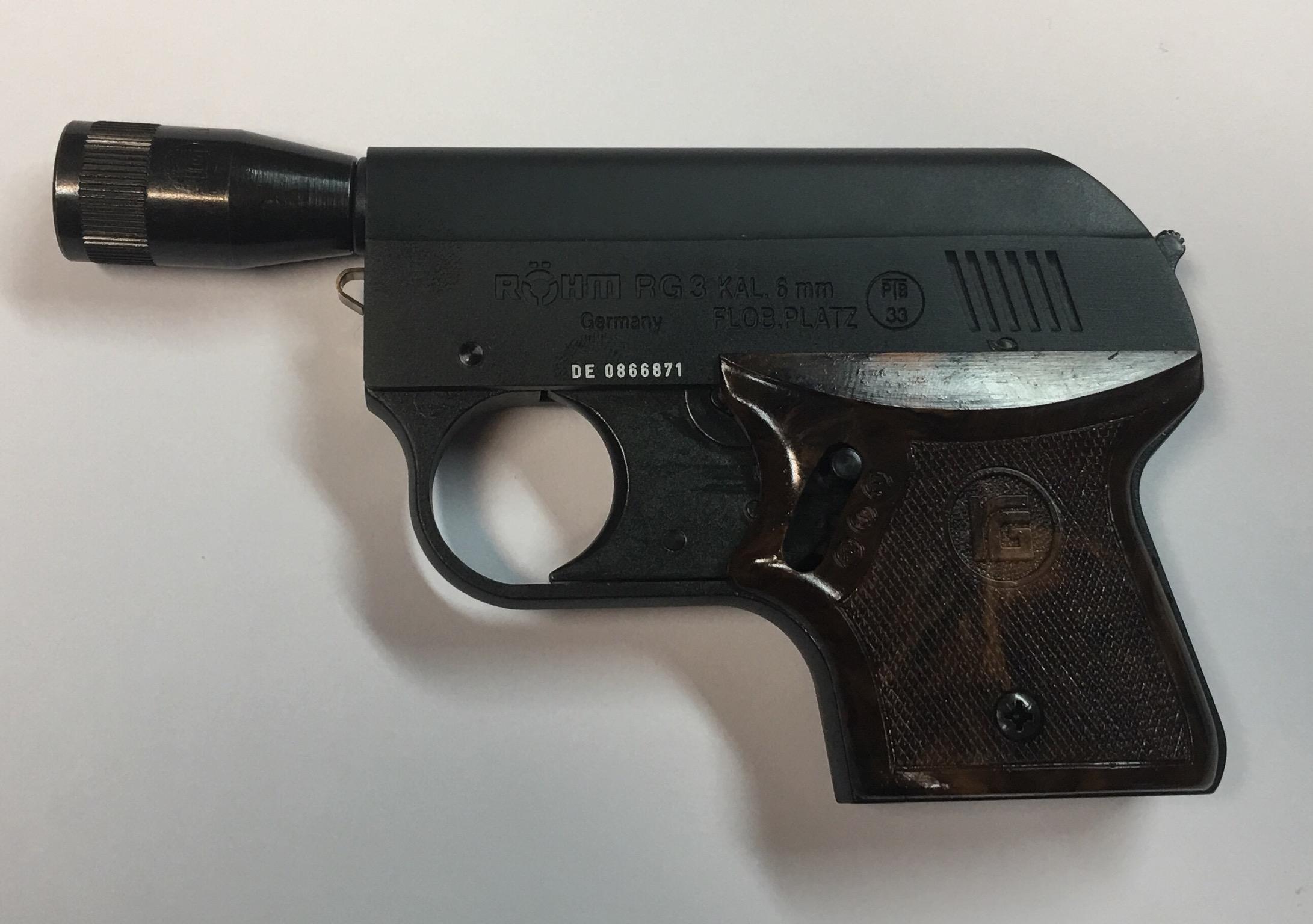 Die Signalpistole Rhöm RG3 schont die Ohren des Schützen und ist nicht so laut wie jene mit größerem Kaliber