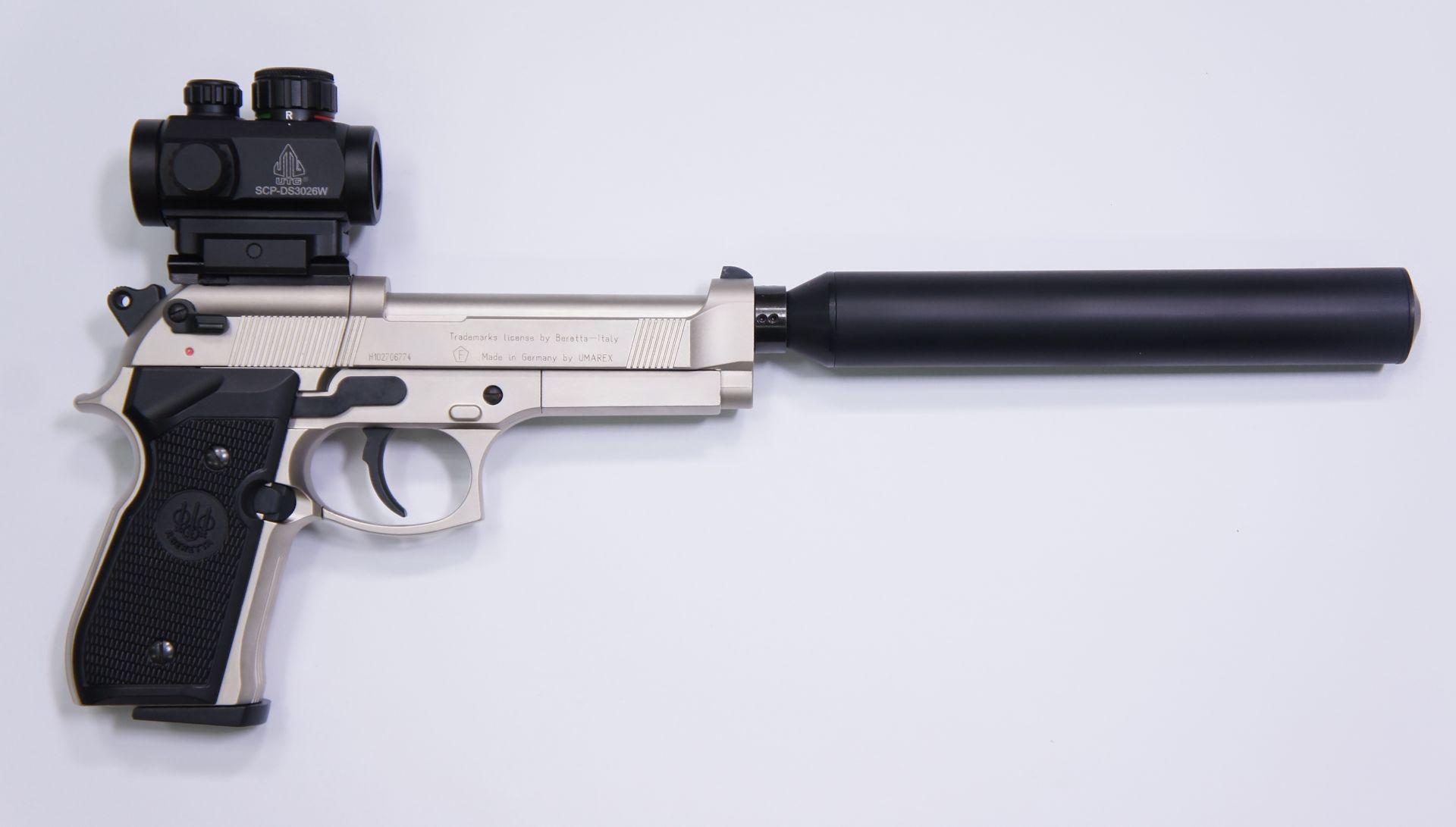 Hier ist die  Beretta 92 FS RTU von der rechten Seite zu sehen.